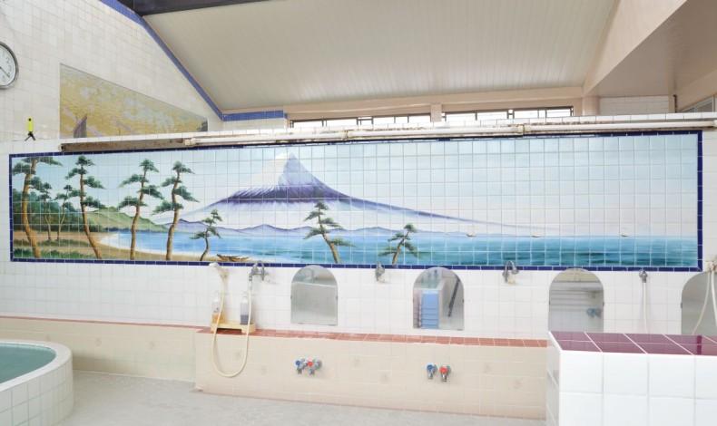 """""""銭湯と言えば定番の富士山。"""""""