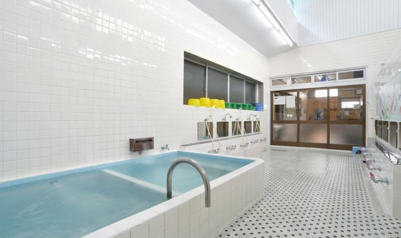 """""""縦に長い浴場。清潔感が行き届いています。"""""""