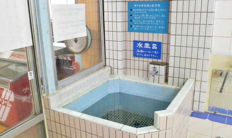 """""""サウナ用の水風呂もあります。"""""""