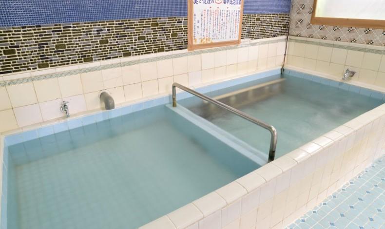 """""""通常の湯船と気泡の風呂。お好みで。(男湯)"""""""