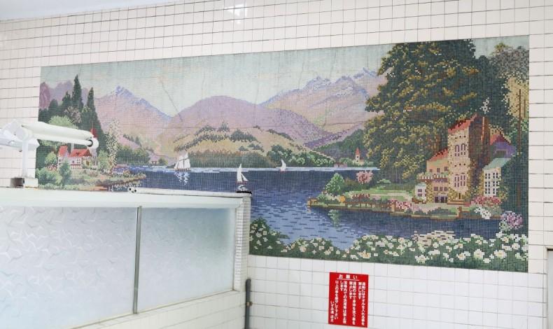 """""""壁絵はヨーロッパの風景がモチーフ。"""""""