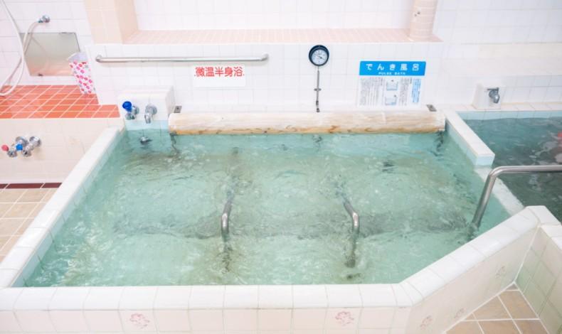 """""""電気マッサージ風呂がたのしめます。"""""""