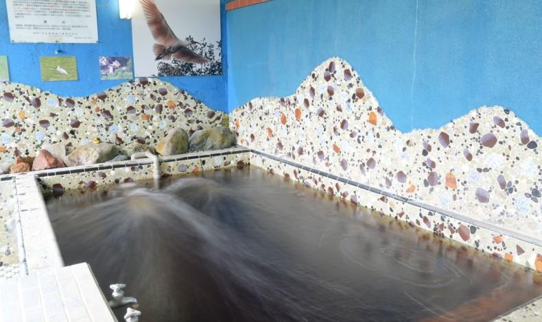 """""""茶色い湯が特徴のモール温泉が楽しめる、佐渡の仙道温泉。"""""""